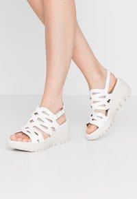 WONDERS - Korkeakorkoiset sandaalit - offwhite - 0
