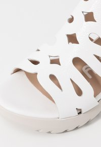 WONDERS - Korkeakorkoiset sandaalit - offwhite - 2