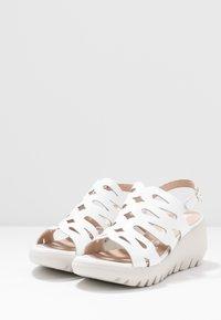 WONDERS - Korkeakorkoiset sandaalit - offwhite - 4