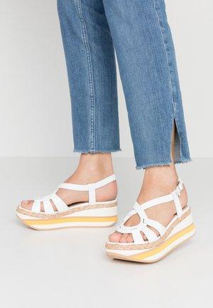 Korkeakorkoiset sandaalit - offwhite