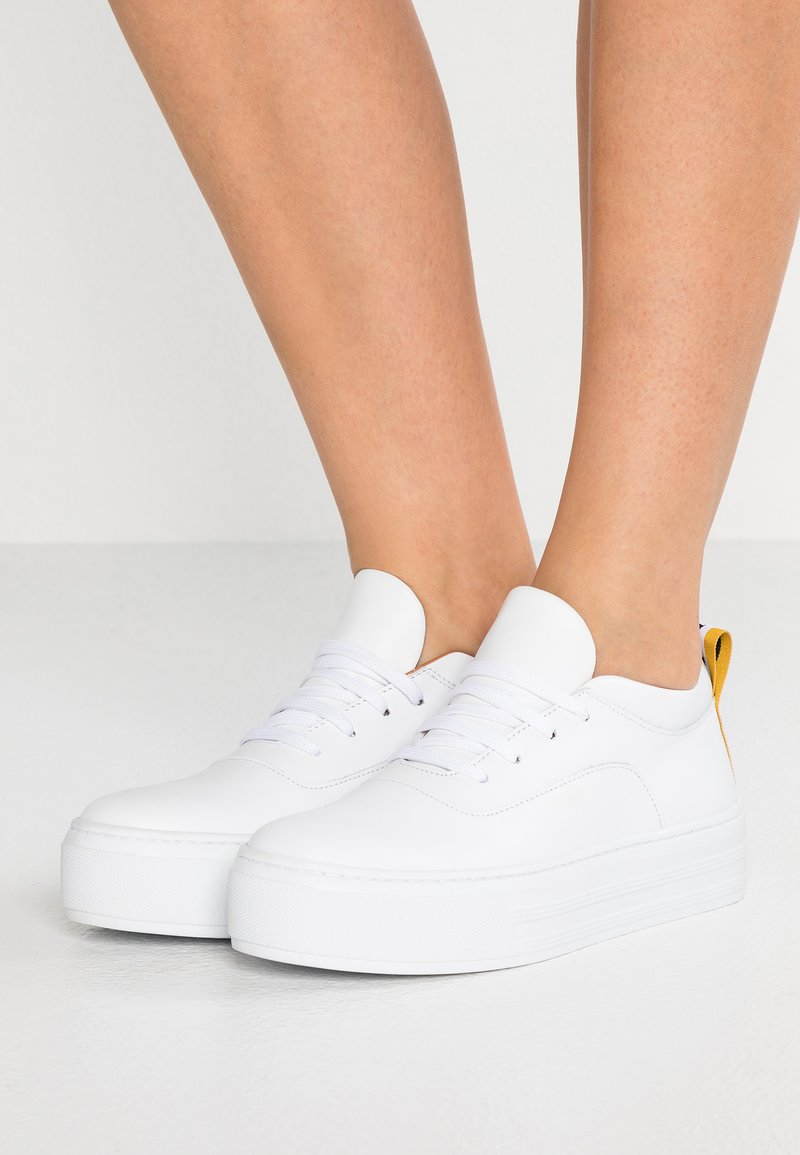 Won Hundred - ABY LOGO - Trainers - white