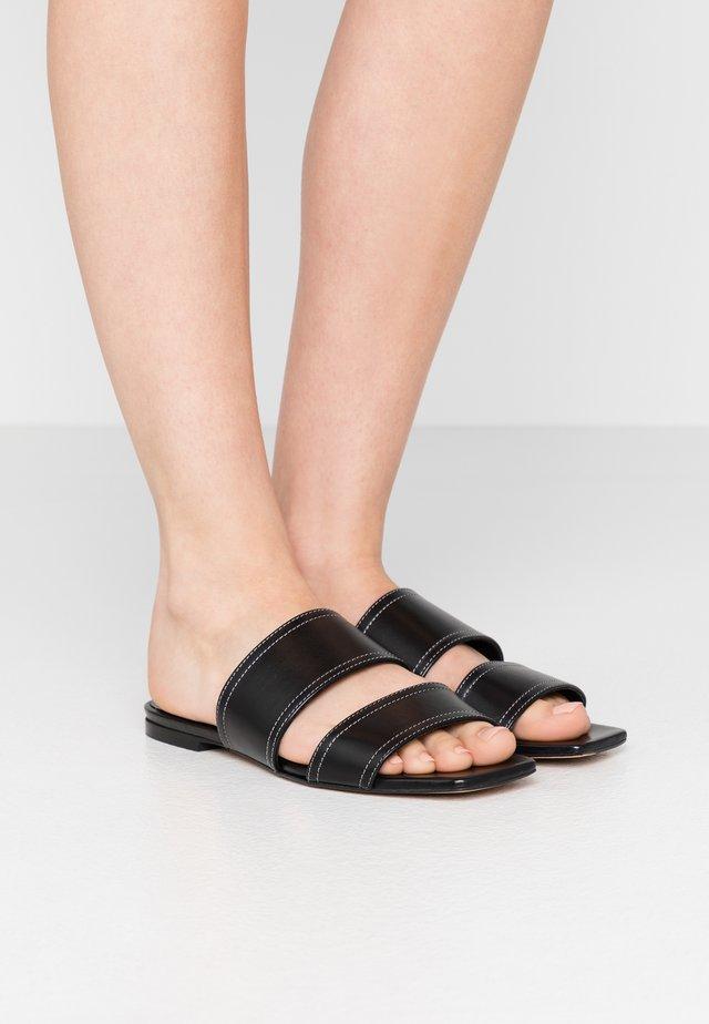 BEA - Pantofle - black