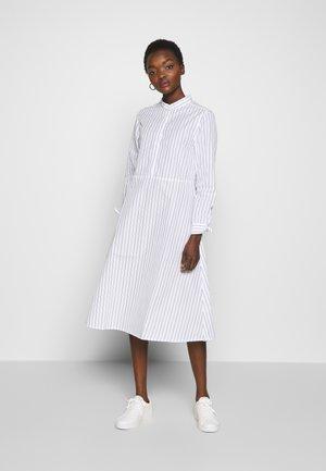 ALASKA - Robe chemise - white