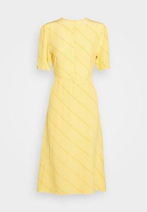 JOSELYN - Vapaa-ajan mekko - yolk yellow