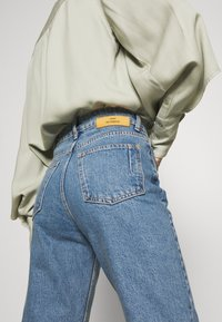 Won Hundred - PIXI EXCLUSIVE - Jeans Straight Leg - distressed blue - 4