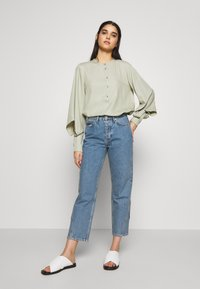 Won Hundred - PIXI EXCLUSIVE - Jeans Straight Leg - distressed blue - 1
