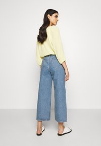 Won Hundred - KIRI EXCLUSIVE - Flared jeans - distressed blue - 2
