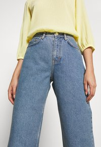 Won Hundred - KIRI EXCLUSIVE - Flared jeans - distressed blue - 4