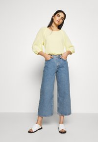 Won Hundred - KIRI EXCLUSIVE - Flared jeans - distressed blue - 1
