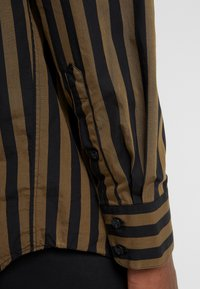 Won Hundred - OZZY - Skjorta - dark olive stripe - 3