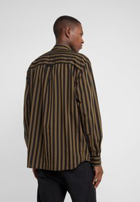 Won Hundred - OZZY - Skjorta - dark olive stripe - 2