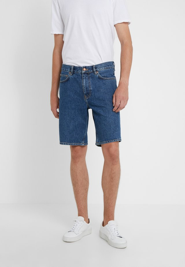 TIMOTHY - Shorts vaqueros - stone blue