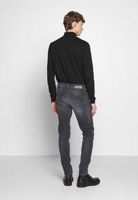 Won Hundred - SHADY  - Jeans Slim Fit - sling grey - 2