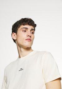 Won Hundred - TROY - Camiseta estampada - seedpearl white - 3