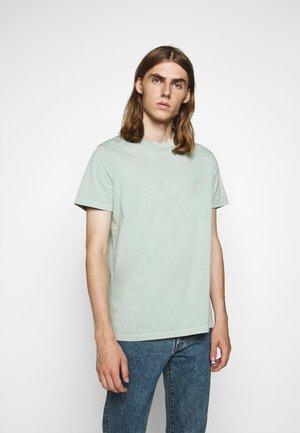 TROY - Basic T-shirt - frosty green