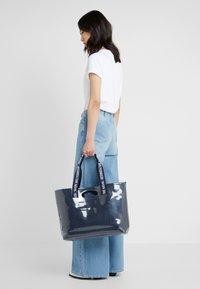 Won Hundred - JOURNEY - Bolso shopping - denim blue - 1