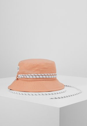 CALIFORNIA - Hatt - coral cloud