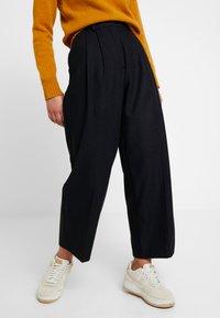 Wood Wood - SUNNA TROUSERS - Pantalon classique - navy - 0