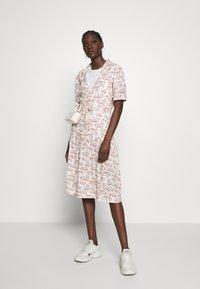 Wood Wood - HILDE DRESS - Paitamekko - off-white - 1