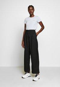 Wood Wood - UMA  - T-shirt z nadrukiem - off-white/blue stripes - 1
