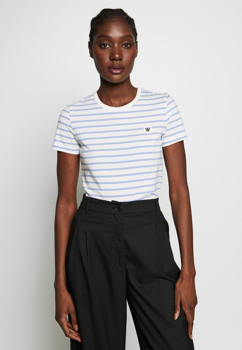 Wood Wood - UMA  - T-shirt z nadrukiem - off-white/blue stripes
