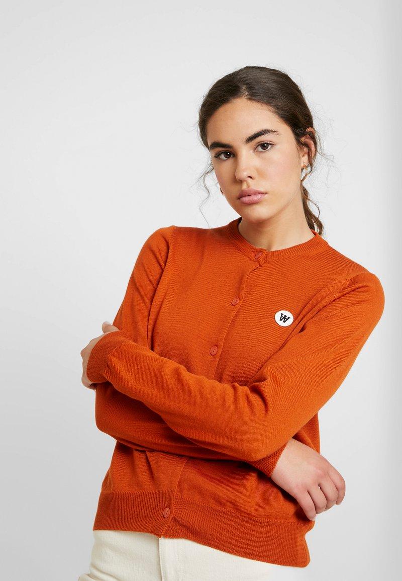Wood Wood - FLO CARDIGAN - Strikjakke /Cardigans - orange