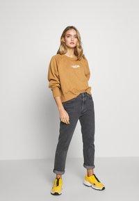 Wood Wood - HOPE - Sweatshirt - dark khaki - 1