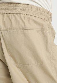 Wood Wood - BUZZ TROUSERS - Trousers - beige - 3