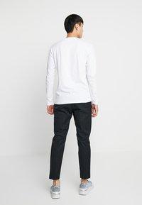 Wood Wood - TRISTAN TROUSERS - Trousers - black - 2
