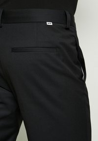 Wood Wood - TRISTAN TROUSERS - Trousers - black - 5