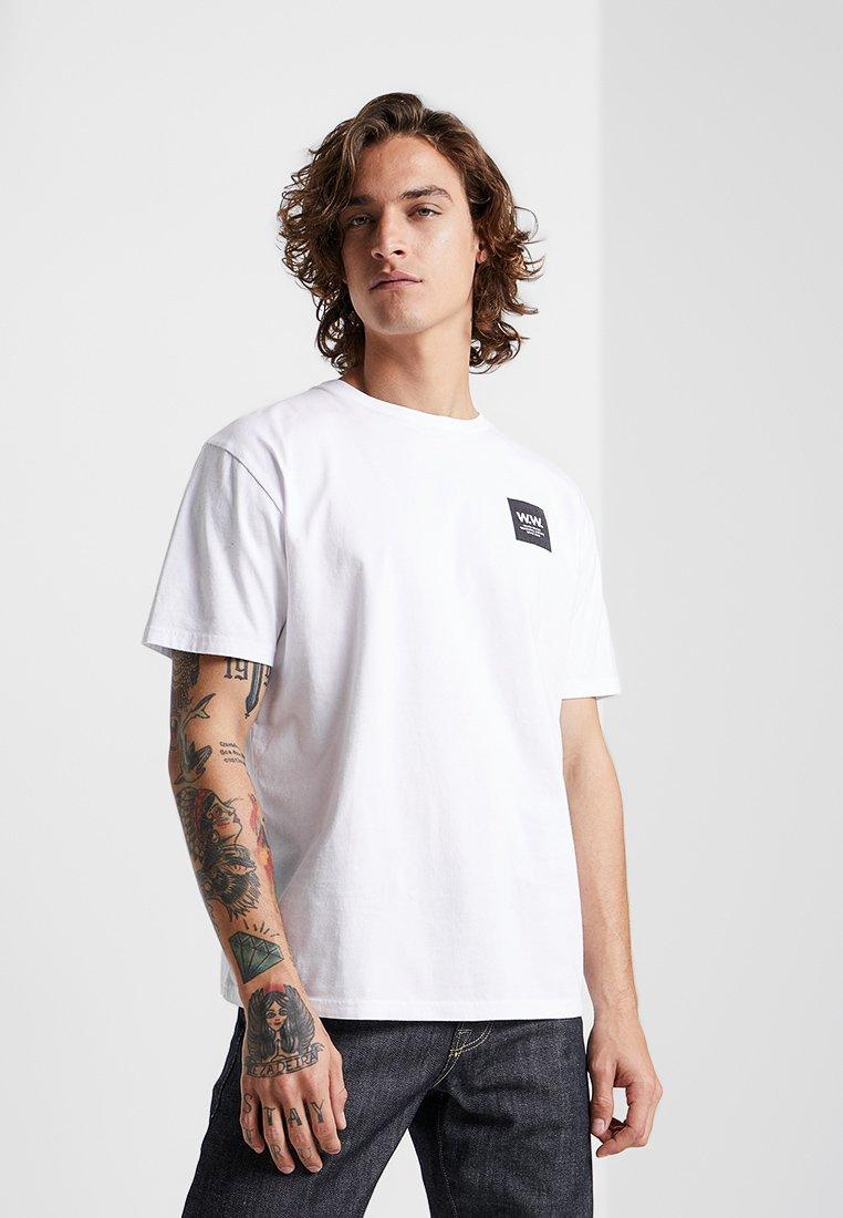 Wood Wood - BOX  - T-Shirt print - bright white