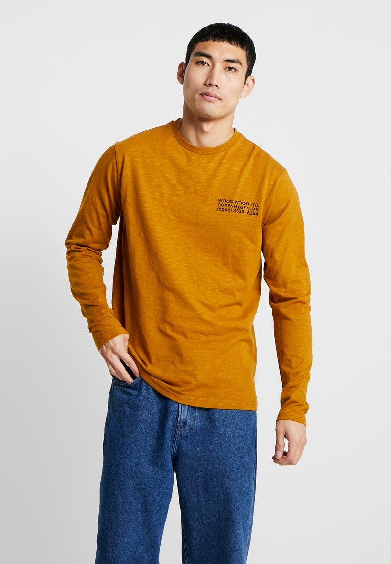 Wood Wood - PETER LONG SLEEVE - Camiseta de manga larga - mustard