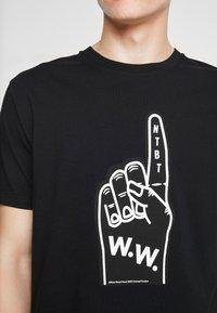 Wood Wood - FOAM - Print T-shirt - black - 5