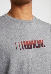 Wood Wood - SPLIT - Print T-shirt - grey melange - 5
