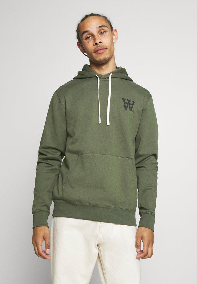 IAN HOODIE - Bluza z kapturem - army green