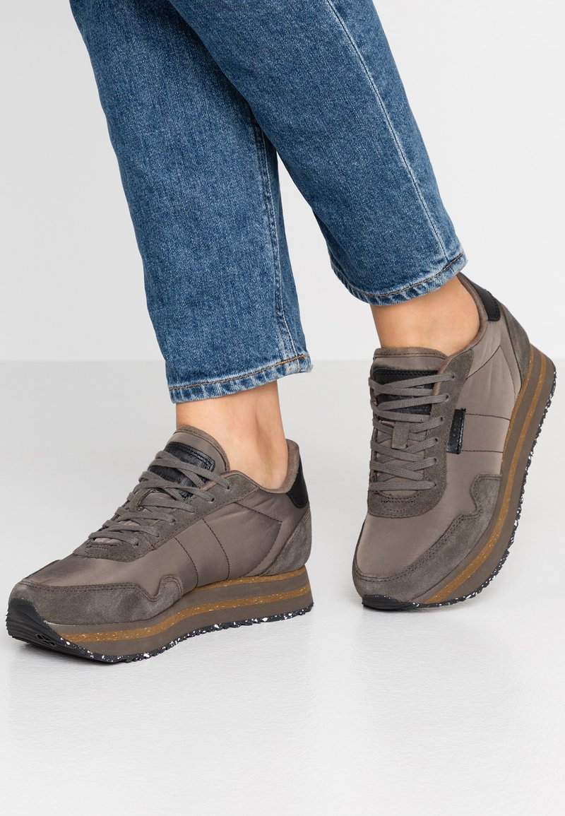 Woden - NORA II PLATEAU - Trainers - brown clay