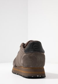 Woden - NORA II PLATEAU - Trainers - brown clay - 5