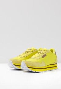Woden - NORA II PLATEAU - Trainers - blazing yellow - 4