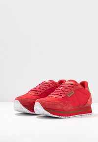Woden - NORA II PLATEAU - Trainers - ribbon red - 4