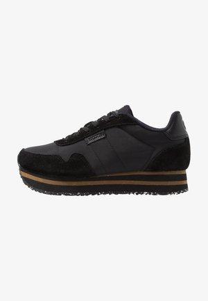 NORA PLATEAU - Zapatillas - black
