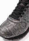 Woden - YDUN SNAKE - Sneakers laag - black metallic