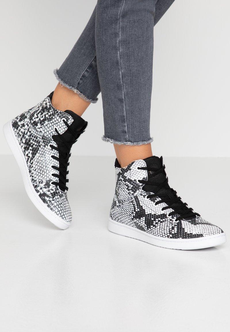 Woden - JANE  - High-top trainers - black/white