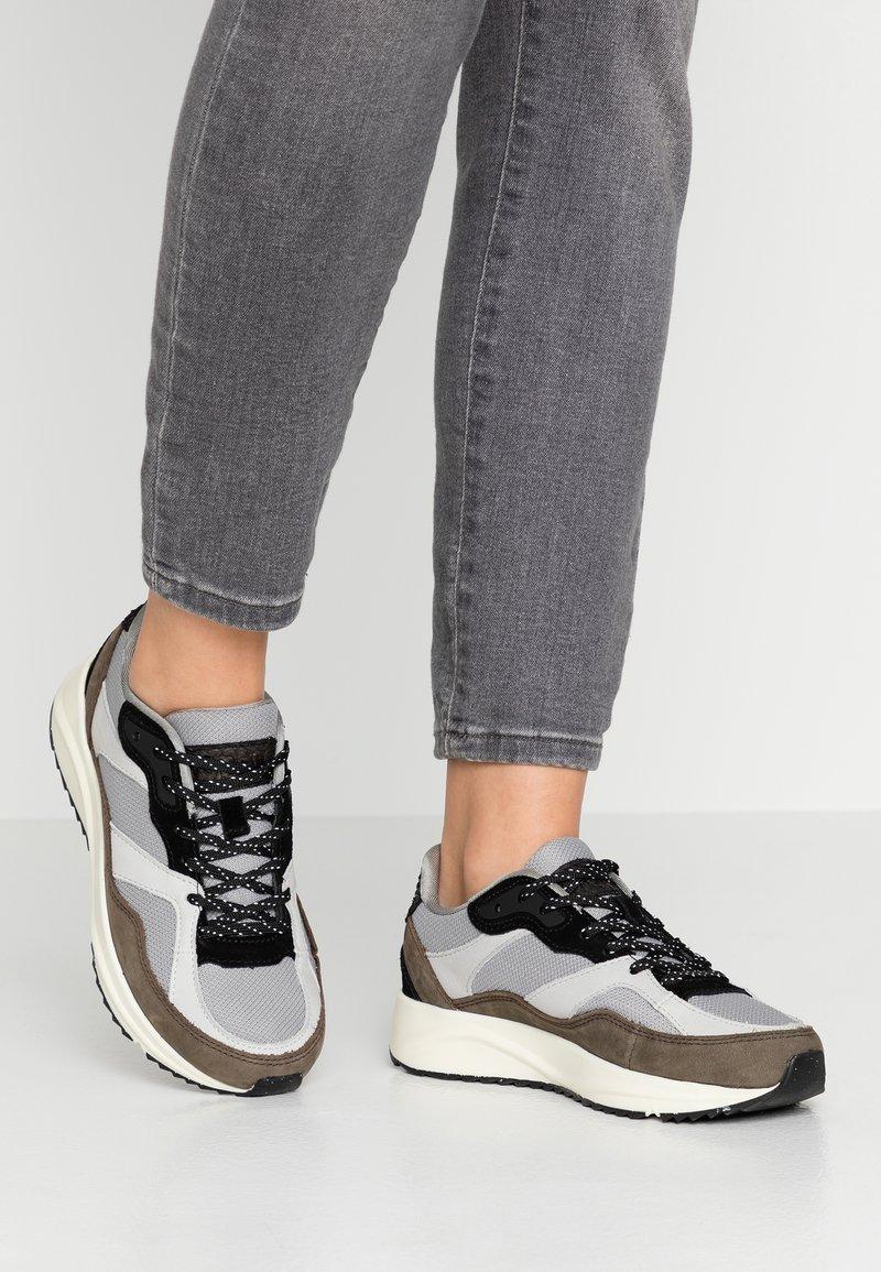 Woden - SOPHIE - Sneakersy niskie - autumn grey
