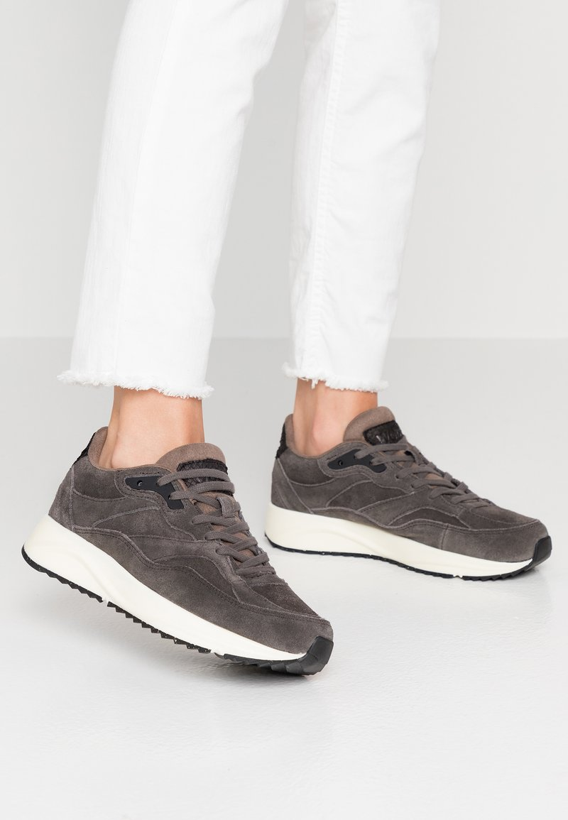 Woden - SOPHIE  - Trainers - brown