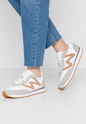OLIVIA - Sneakersy niskie - bright white