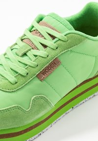 Woden - NORA II PLATEAU - Matalavartiset tennarit - neon grün - 2