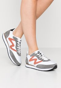 Woden - OLIVIA II - Sneakers laag - autumn grey/white - 0