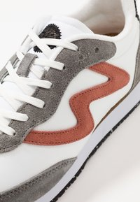 Woden - OLIVIA II - Sneakers laag - autumn grey/white - 2
