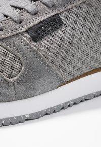 Woden - YDUN SUEDE MESH - Sneakers basse - autumn grey - 2