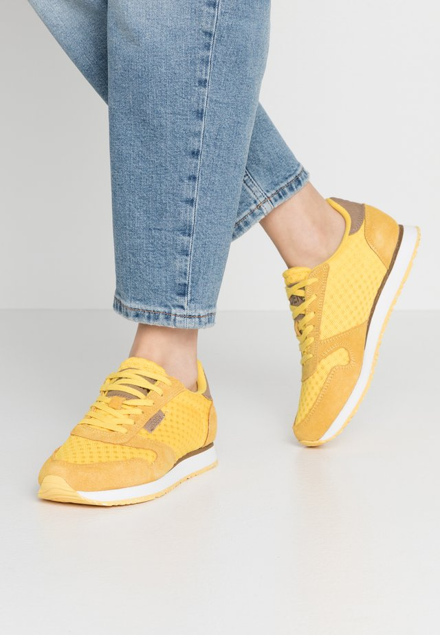 Ydun Suede Mesh - Matalavartiset tennarit - super lemon